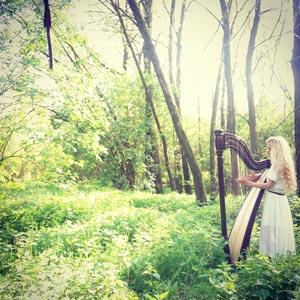Harfenistin-Marion-Hensel-Harfe-Natur